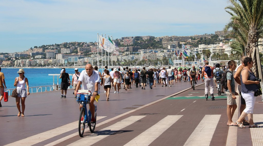 The bike track and very generous walkway is always very busy in Nice