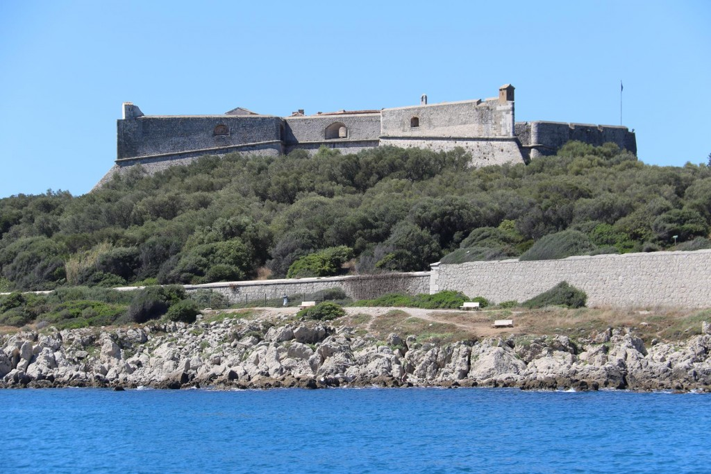 Fort Carre, built in the 1600's comes into clearer view as we approach