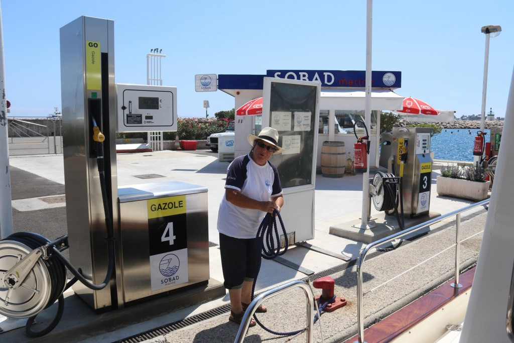 As the fuel is cheaper in France than was in Italy, it was time to fuel up
