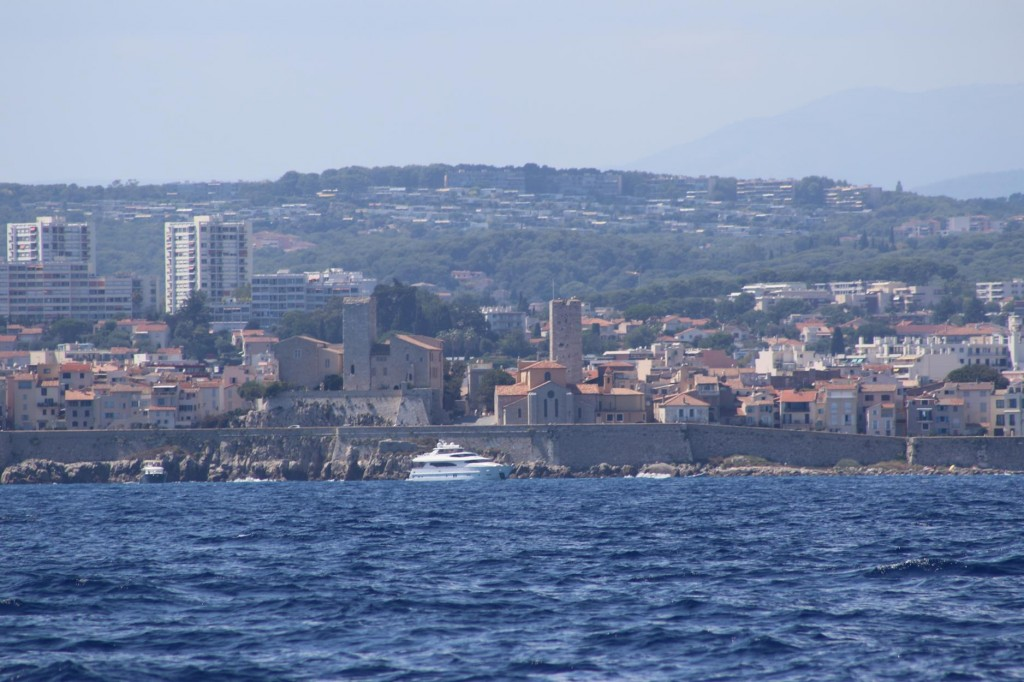 Continuing south west across Baie des Anges we pass the old town of Antibes