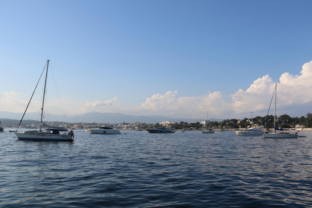 By late afternoon Golfe Juan filled up with quite a few boats on anchor