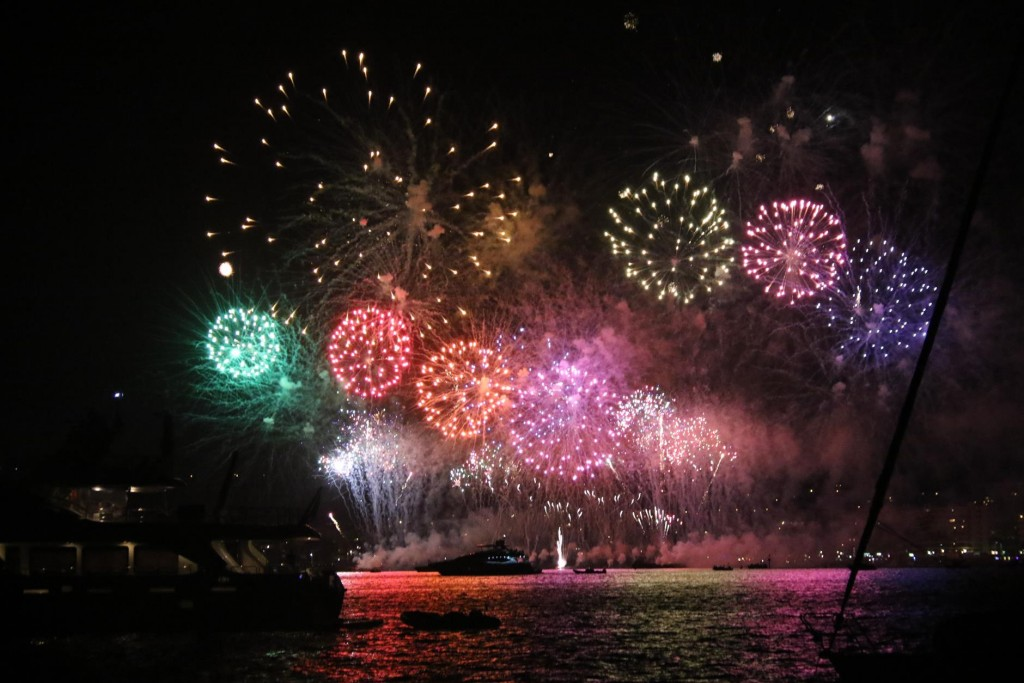 The amazing fireworks display lasted for over 30 minutes. When it finished all the boats in the bay hooted in approval, including us!!