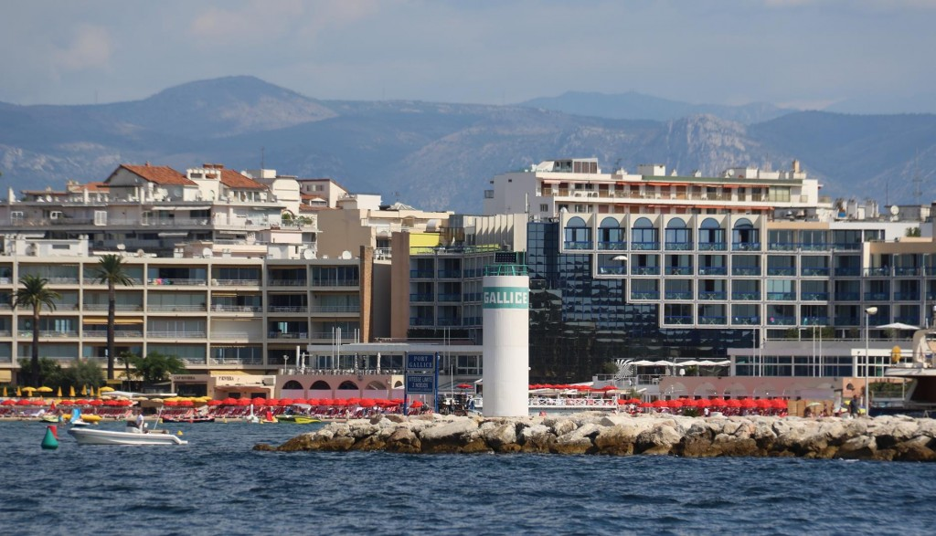 Galice Juan les Pins, a very popular and fashionable marina lies in the north east of Golfe Juan