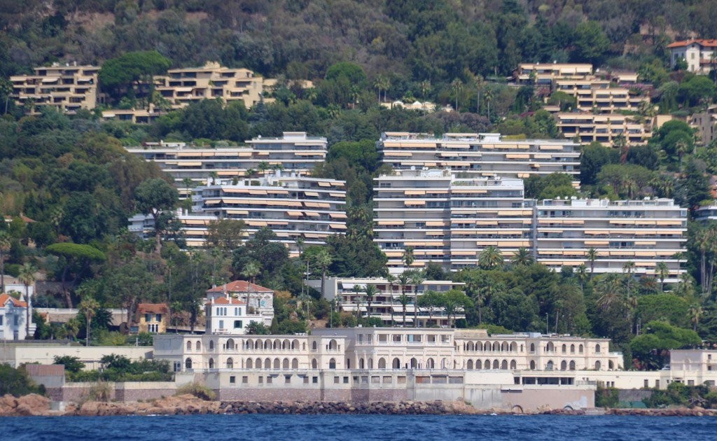 There is no shortage apartments and hotels along the coast here in France