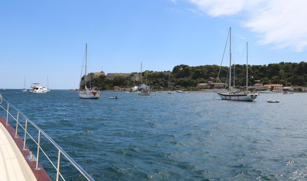 We head across the bay in a south easterly direction to the island called Ile Ste Marguerite