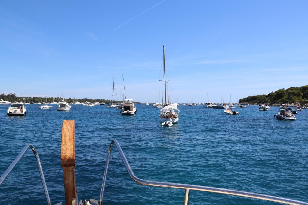 Again we have a lot of company in the very popular anchorage between Ile Ste Marguerite and Ile St Honorat