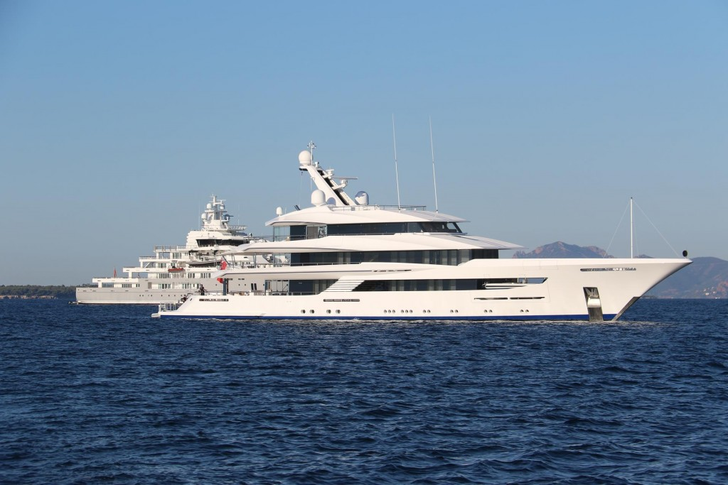 This bay is particularly popular with the super yachts because of it's close proximity to Cannes and the Antibes