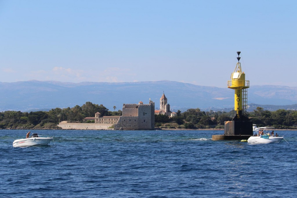 The Port des Moines by the monastery is used for tripper boats that bring visitors from Cannes
