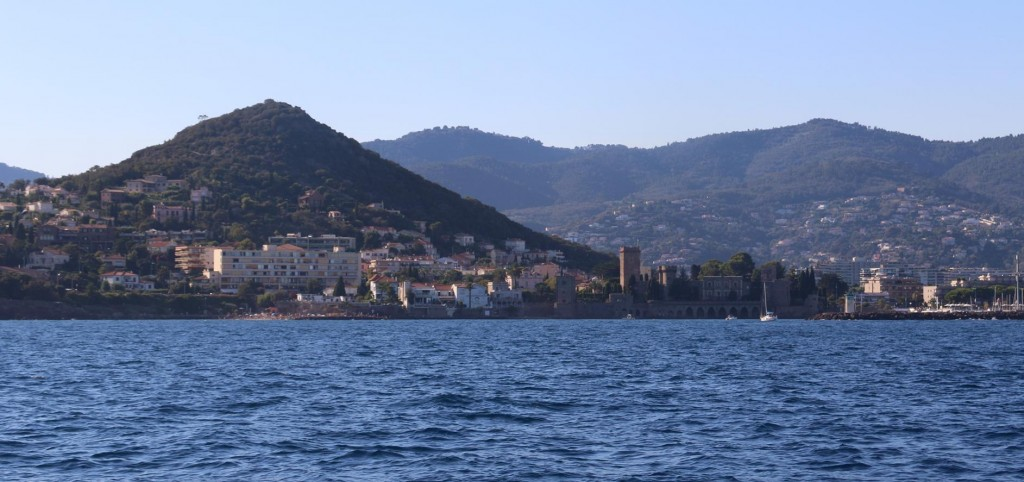Continuing around the large gulf we pass Mandelieu-La Napoule