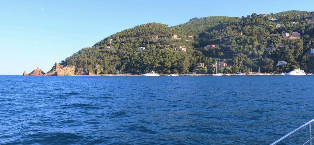 We approach Theoule a small village on the western side of the Golfe de la Napoule
