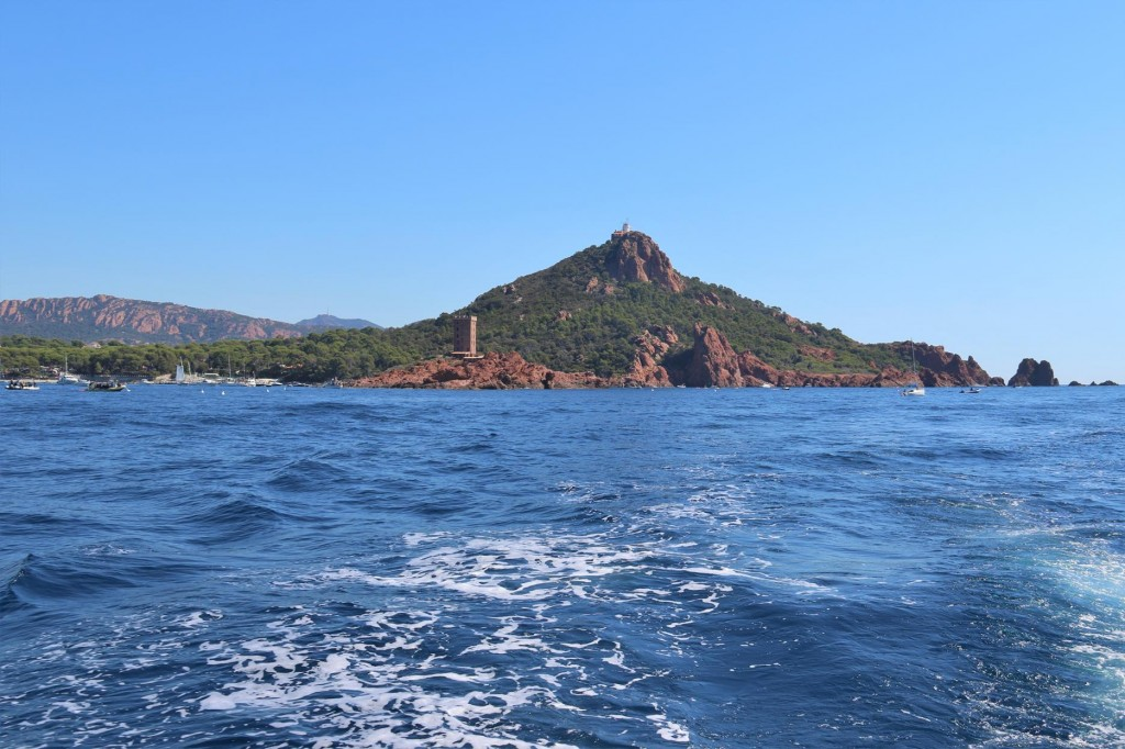 Ile d'Or, the small islet with it's distinct red rocky appearance