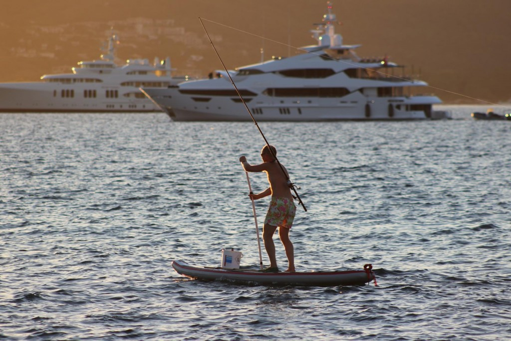 Fishing while paddleboarding!!