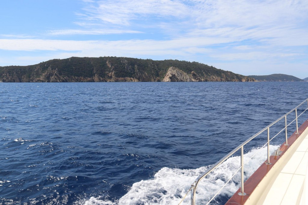 We approach Ile du Levant the easternmost island of the group