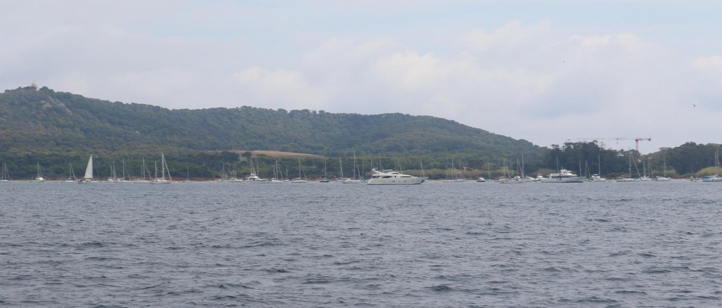 We approach the island and join a number of other boats on anchor at Plage de la Courtade
