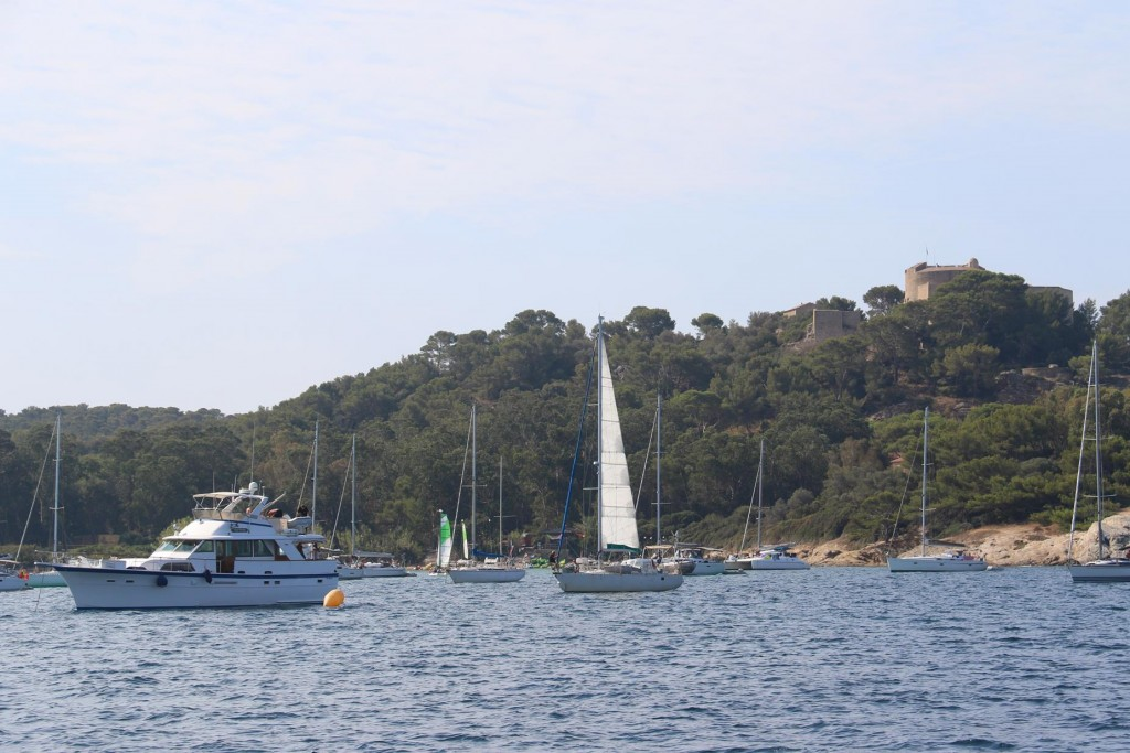 Plage de la Courtade, beside the main town had many yachts mooring overnight