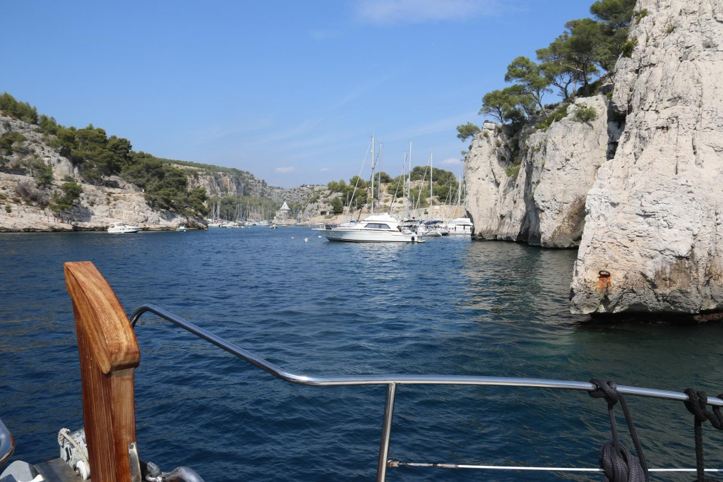 Visiting yachts can pick up moorings at the the entance to the calanque and then tie a line ashore to one of the rings on the cliffs
