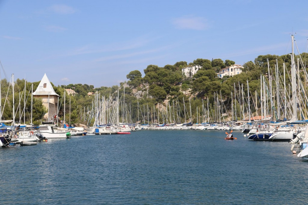 Further in the calanque there are two yacht clubs who administer the area