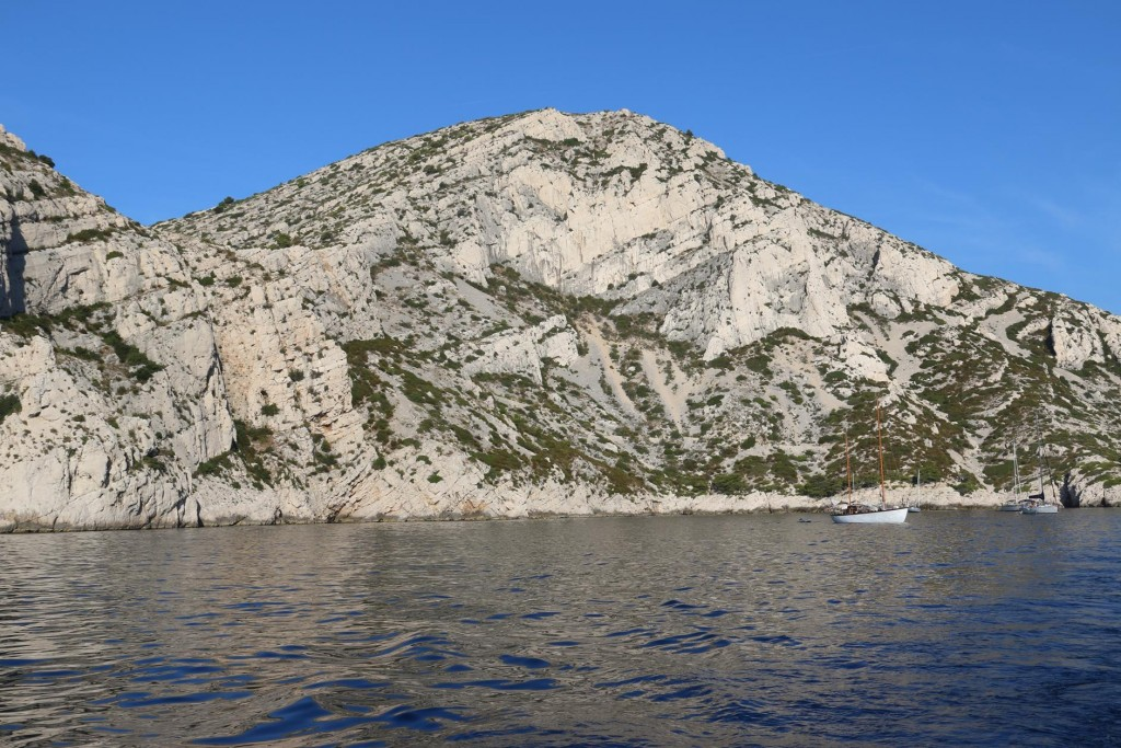 The scenery as we leave the bay and motor along the coast was absolutely extraordinary
