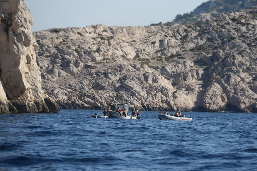 By Ile Maire scuba diving trips are popular, perhaps diving on ship wrecks near the narrow passage!!