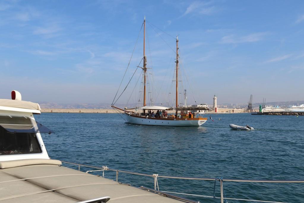 We enter the port as the Le Don du Vent departs