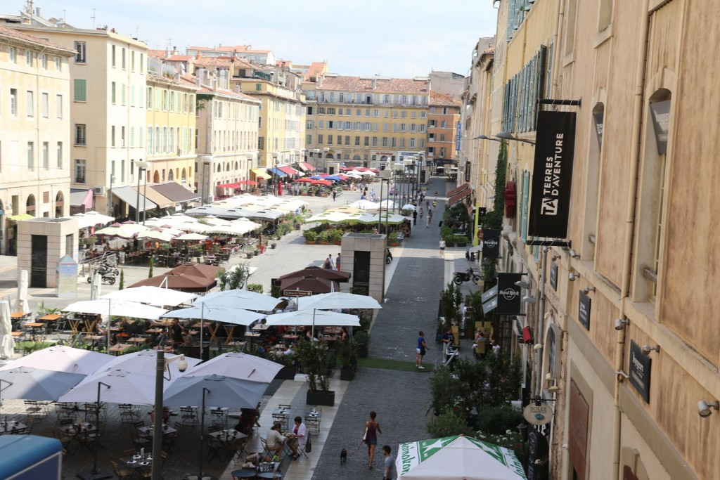 As we head back to the port we pass a popular street with many restaurants