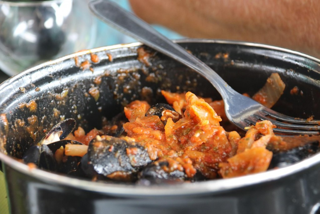 We share a generous pot of mussels with a picante tomato sauce