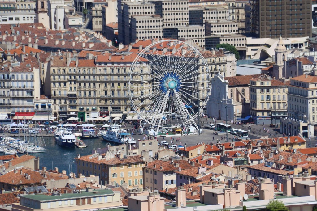 The conspicuious ferris wheel of Marseille