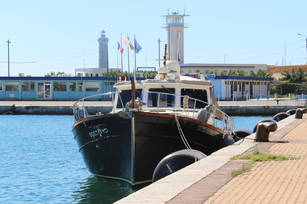 Tangaroa in the commercial port in Sete