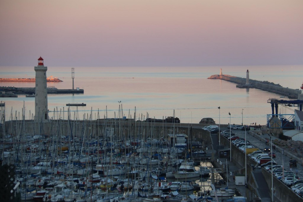 Wonderful views at sunset over the Sete harbour