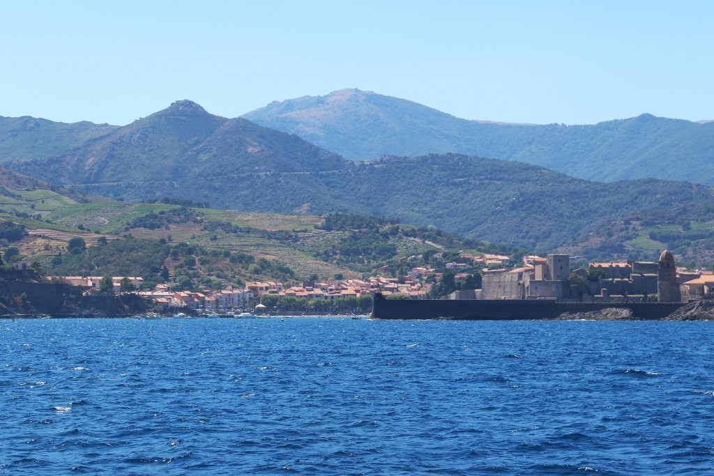 As we approach the spectacular looking old town we could see a castle behind the  breakwater