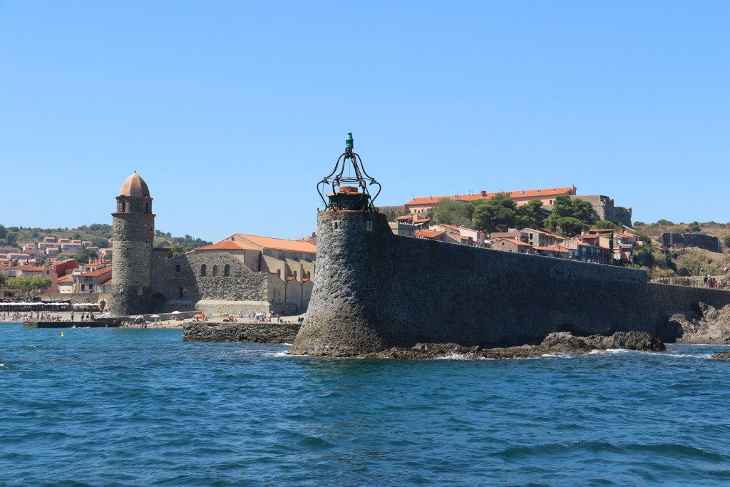 Arriving in the stunning port  we realised anchoring was not allowed and only mooring buoys were the method of visiting Collioure by boat