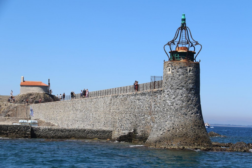 The walkway on the  breakwater at the entrance to the port is a popular place to come to get the best visa of the town