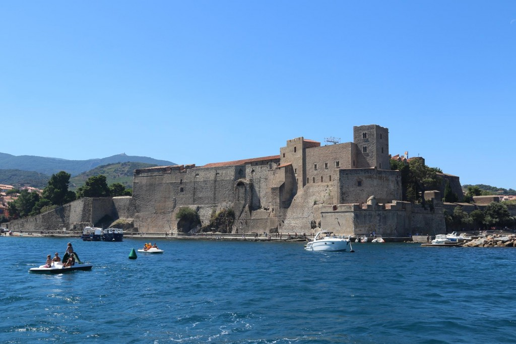 The castle called the Château Royal de Collioure, stands prominently in the centre of the old port
