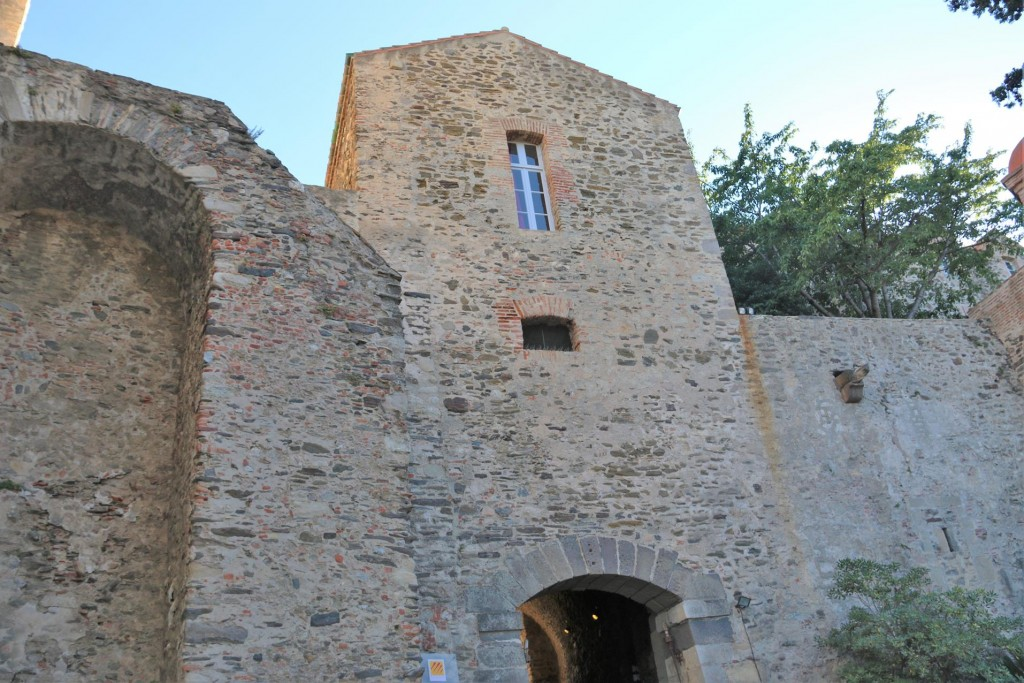 Although the site of the castle has a long history dating back to a seige in 673, the castle which stands today was built around 1207 and became a royal castle in the mid 1300's
