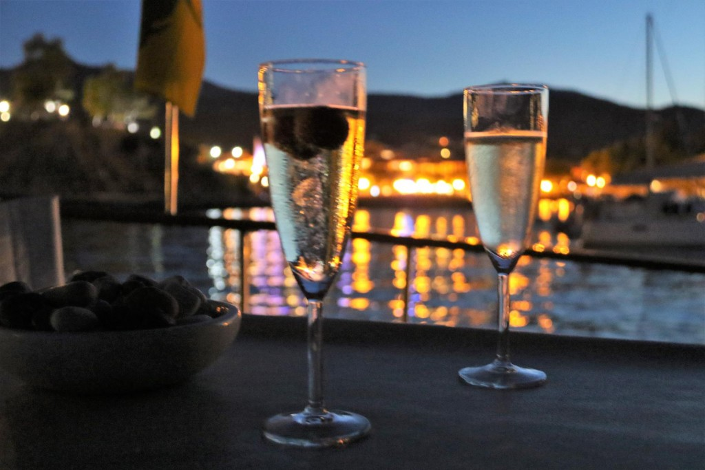 We enjoy a nice refreshing glass of bubbles as the temperature  was still very balmy tonight