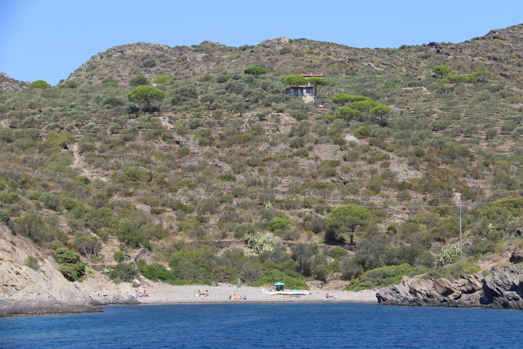 In the bay we anchored well out from the small beach which looked accessed by road