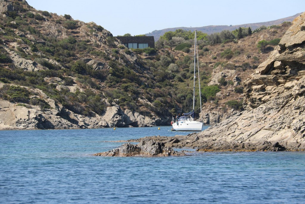 A few yachts had anchored in little coves of the bay