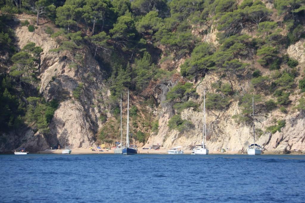 We pass the lovely bay of Cala Futadera