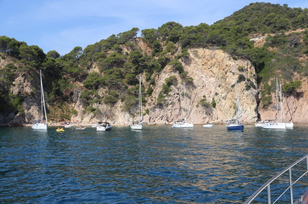 Cala Futadera looked very nice so we dropped our anchor in the centre of the bay