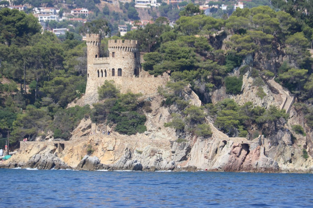 The D'En Plaja Castle which is a private residence in La Montgoda was built between 1935 and 1940  by a Girona industrialist, Narcís Plaja