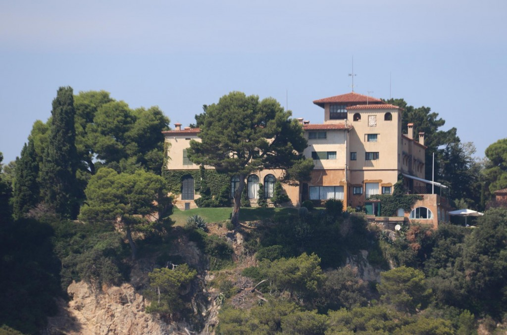 A spectacular residence on the coast by Punta de Sant Agulla south of Llorent de Mar