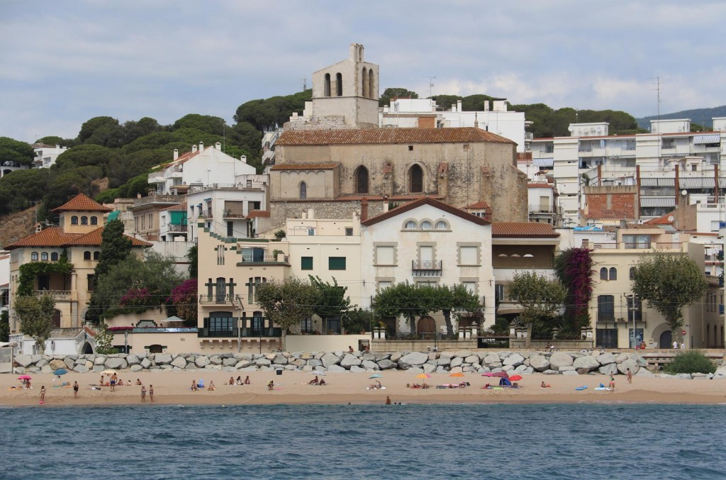 Continuing down the coast we pass a few beach resort towns such as San Pol de Mar with it's old church