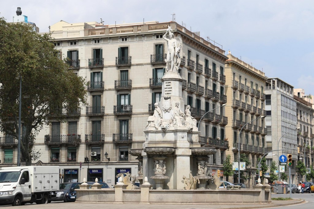 We ride down the bike track on Passeig d'Isabelle and pass the Font del Geni Catala