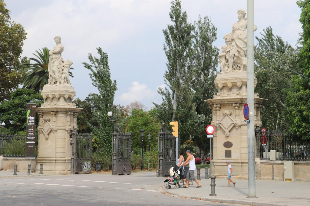 We arrive at the entrance to Parc de la Ciutadella, which we thought we might quickly visit before returning to the port