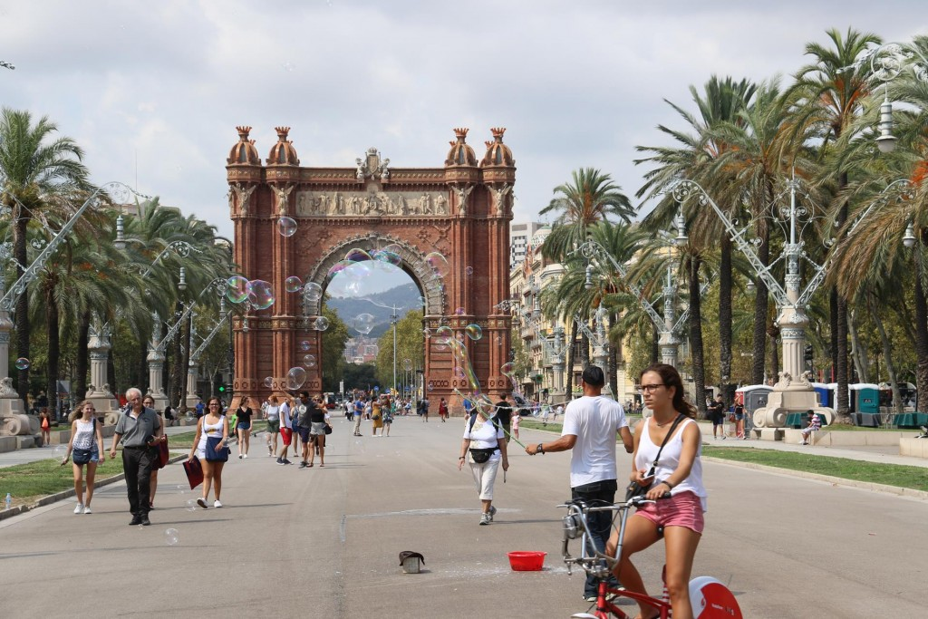 Amazing bubbles near the Arc de Triomf