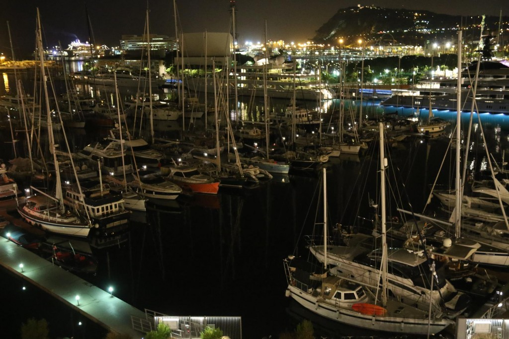 We finish the evening with a brandy on the rooftop bar and enjoy the wonderful view over the port